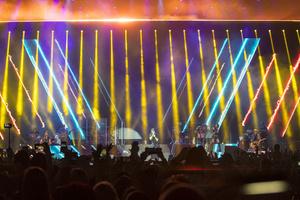 Lighting the King of Latin Pop