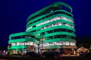 Farbdynamische Fassadenbeleuchtung für den i Live Tower in Aalen mit ANOLIS